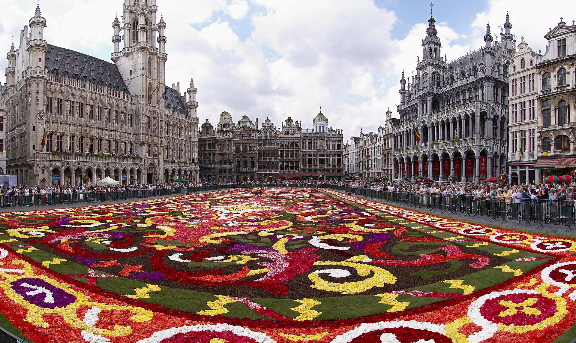 จัตุรัสกรองด์ ปลาซ -เทศกาลพรมดอกไม้