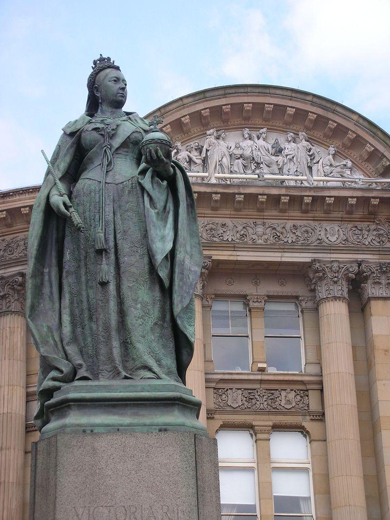 จัตุรัสวิกตอเรีย-ประติมากรรมราชินีวิกตอเรีย