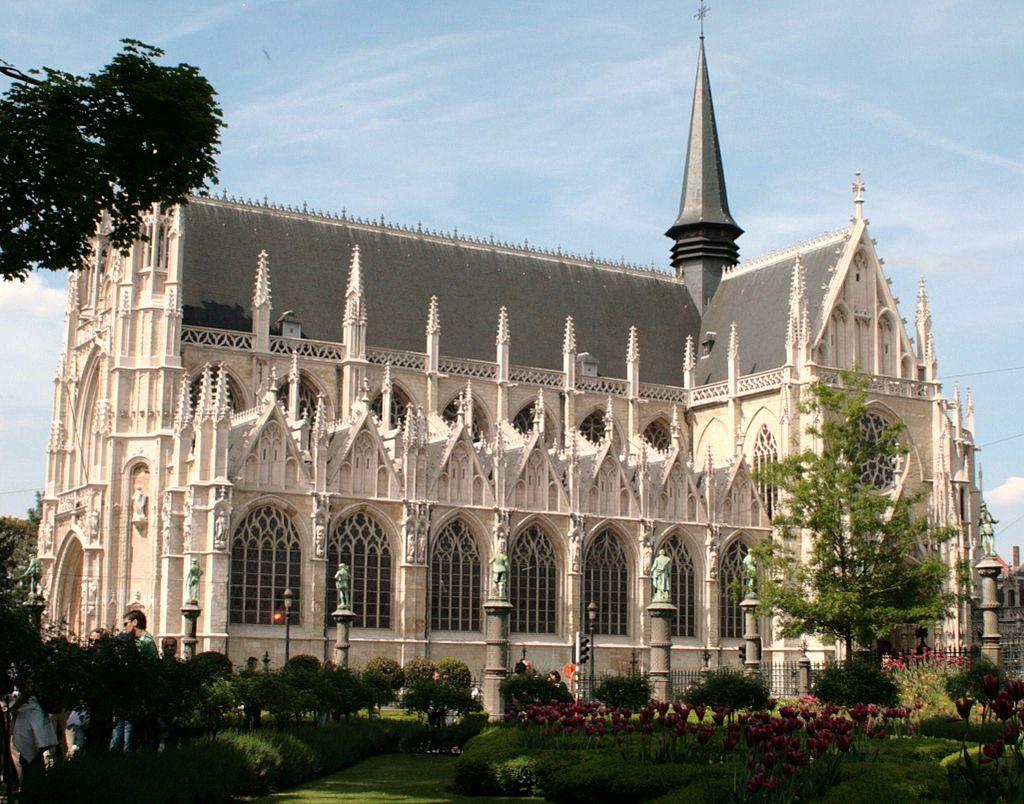 จัตุรัส เพลส เดอ เเกรด์ ซาบอน-โบสถ์สวยๆ