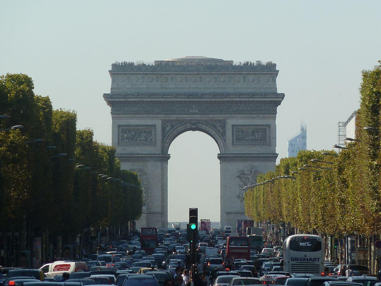 ถนนฌ็องเซลิเซ่ -มุ่งตรงสู่ประตูชัย
