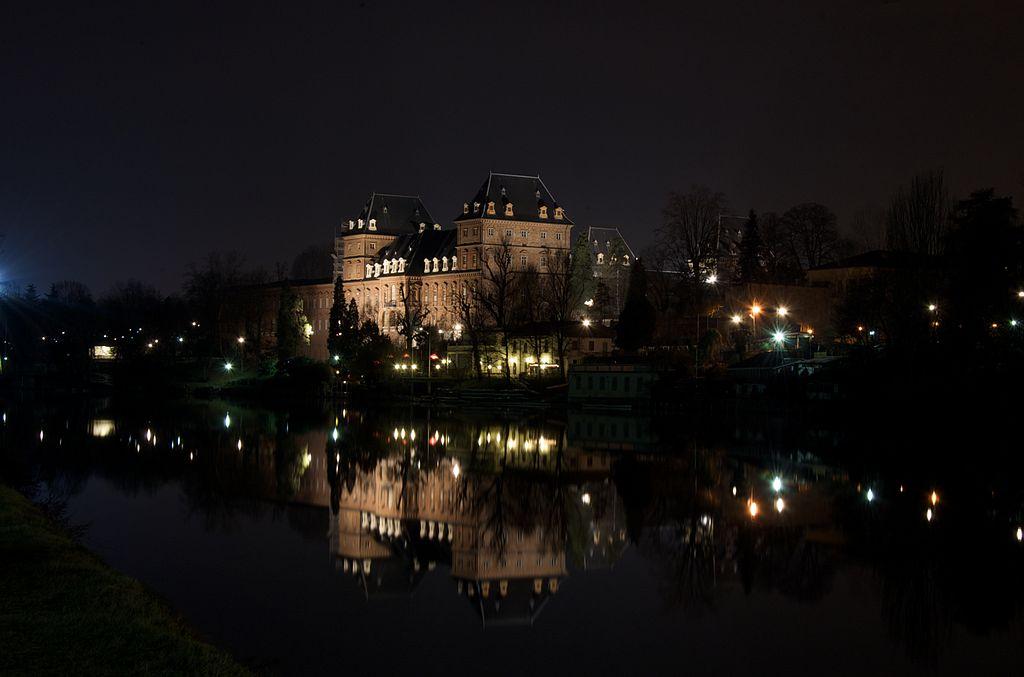 ปราสาทวาเลนติโน-วิวยามค่ำคืนจากเเม่น้ำโป