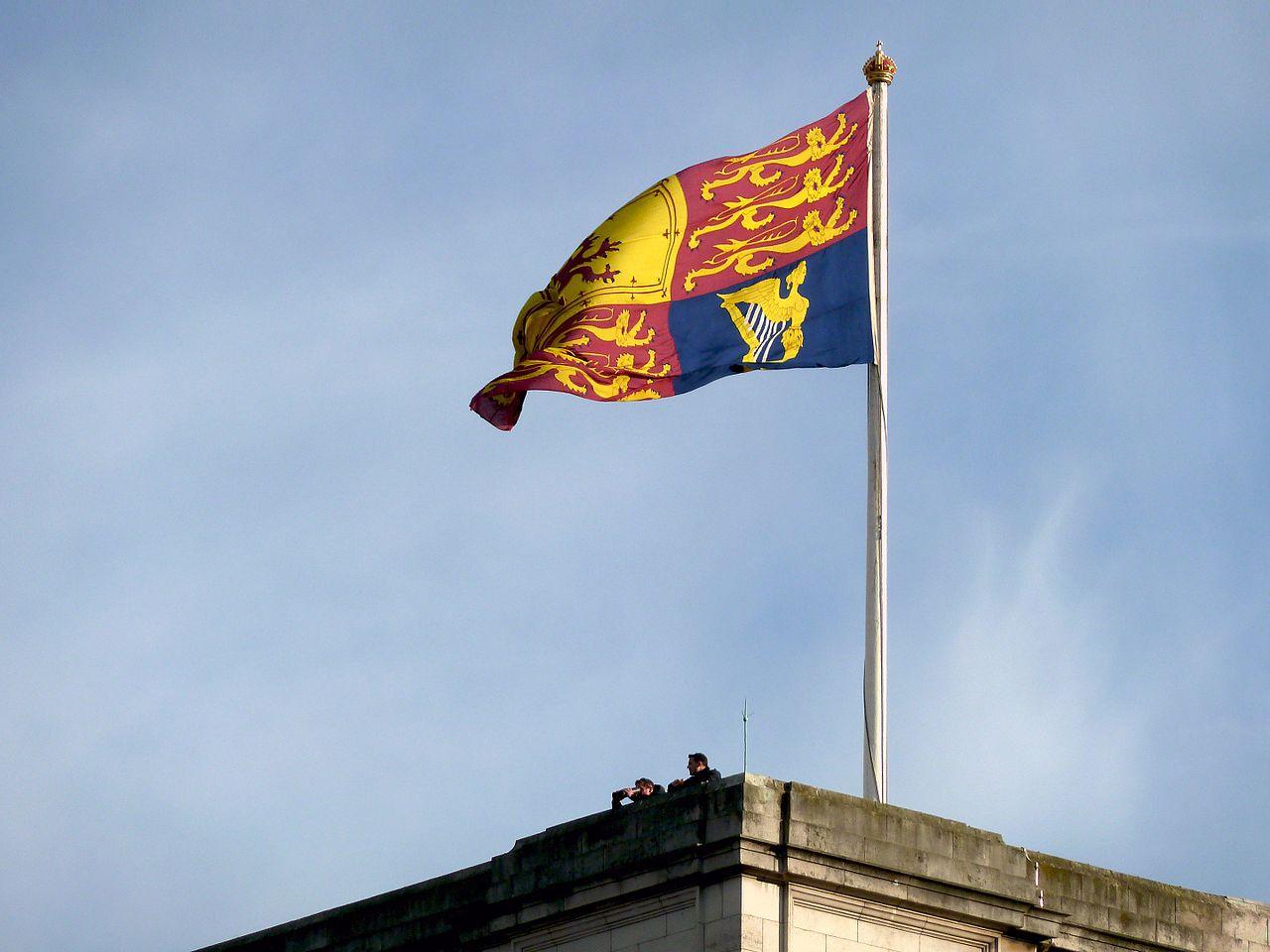พระราชวังบักกิงแฮม-ธงประจำพระองค์