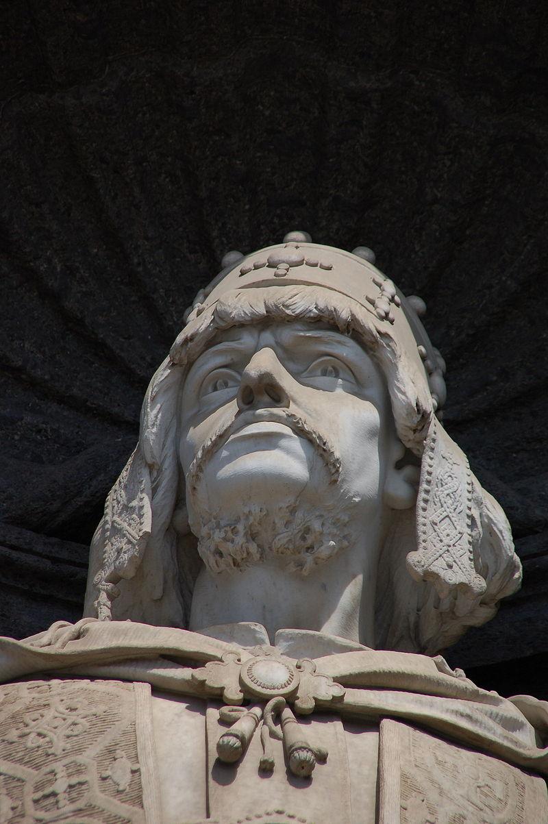 พระราชวังหลวงเนเปิลส์-ประติมากรรมกษัตริย์
