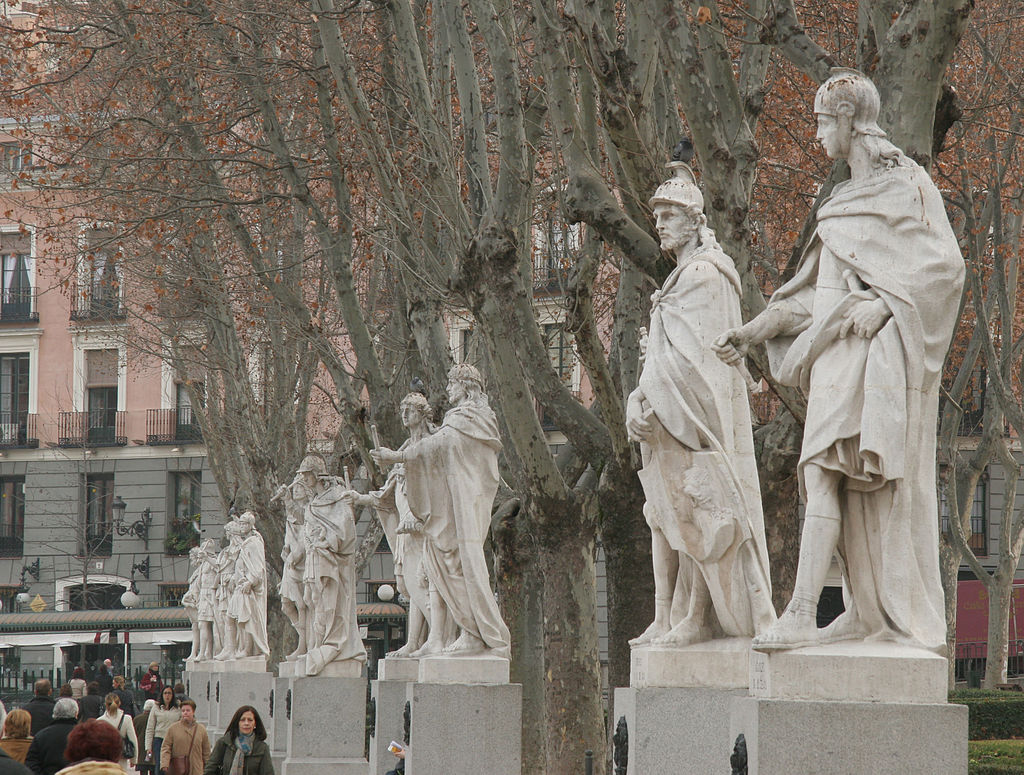 พระราชวังหลวงเเห่งกรุงมาดริด-รูปปั้นต่างๆ