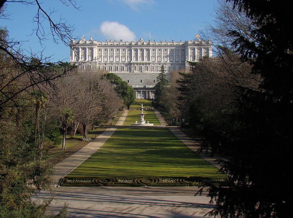 พระราชวังหลวงเเห่งกรุงมาดริด-สวนสวยๆ