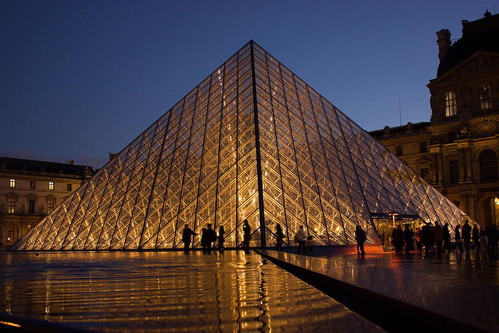 พิพิธภัณฑ์ลูฟร์-ปีรามิดเเก้ว