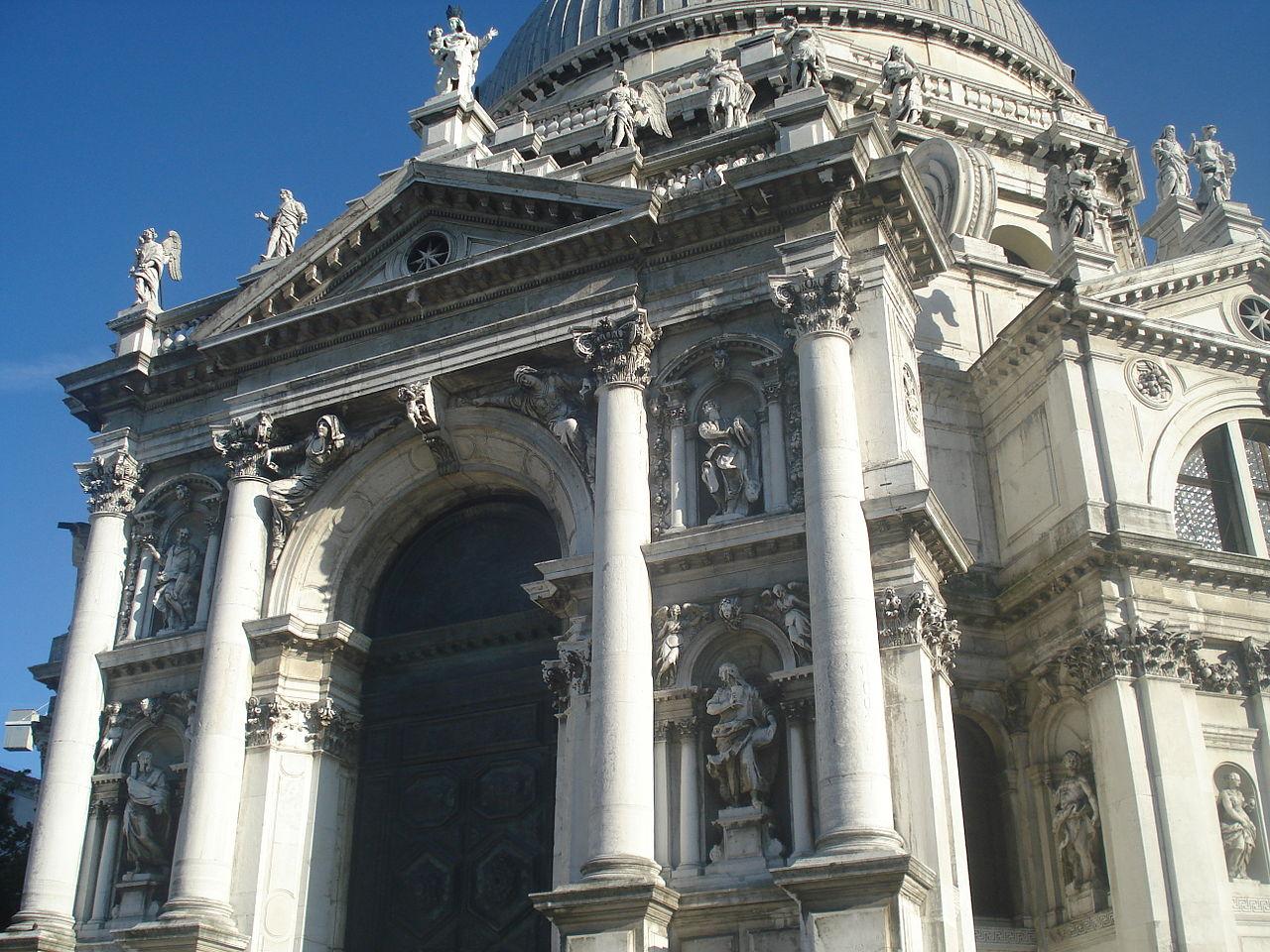 มหาวิหาร เซนต์ มารี ออฟ เเฮลท์-สถาปัตยกรรมชั้นเลิศ