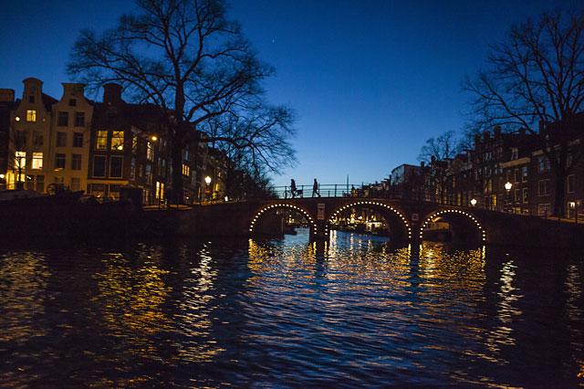 ล่องเรือในอัมสเตอร์ดัม -งดงามด้วยเเสงไฟ