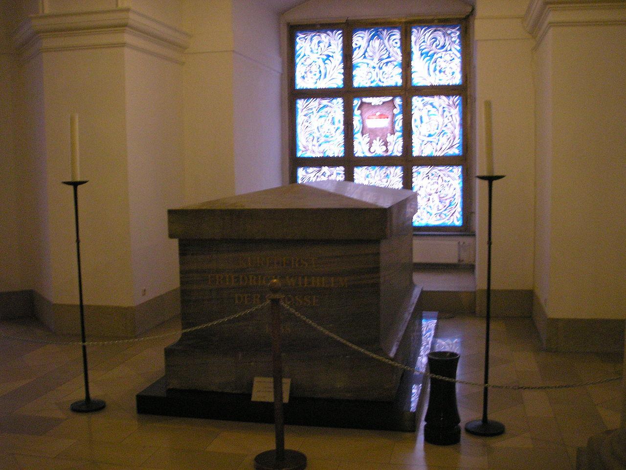 วิหารเบอร์ลิน-หีบพระศพ