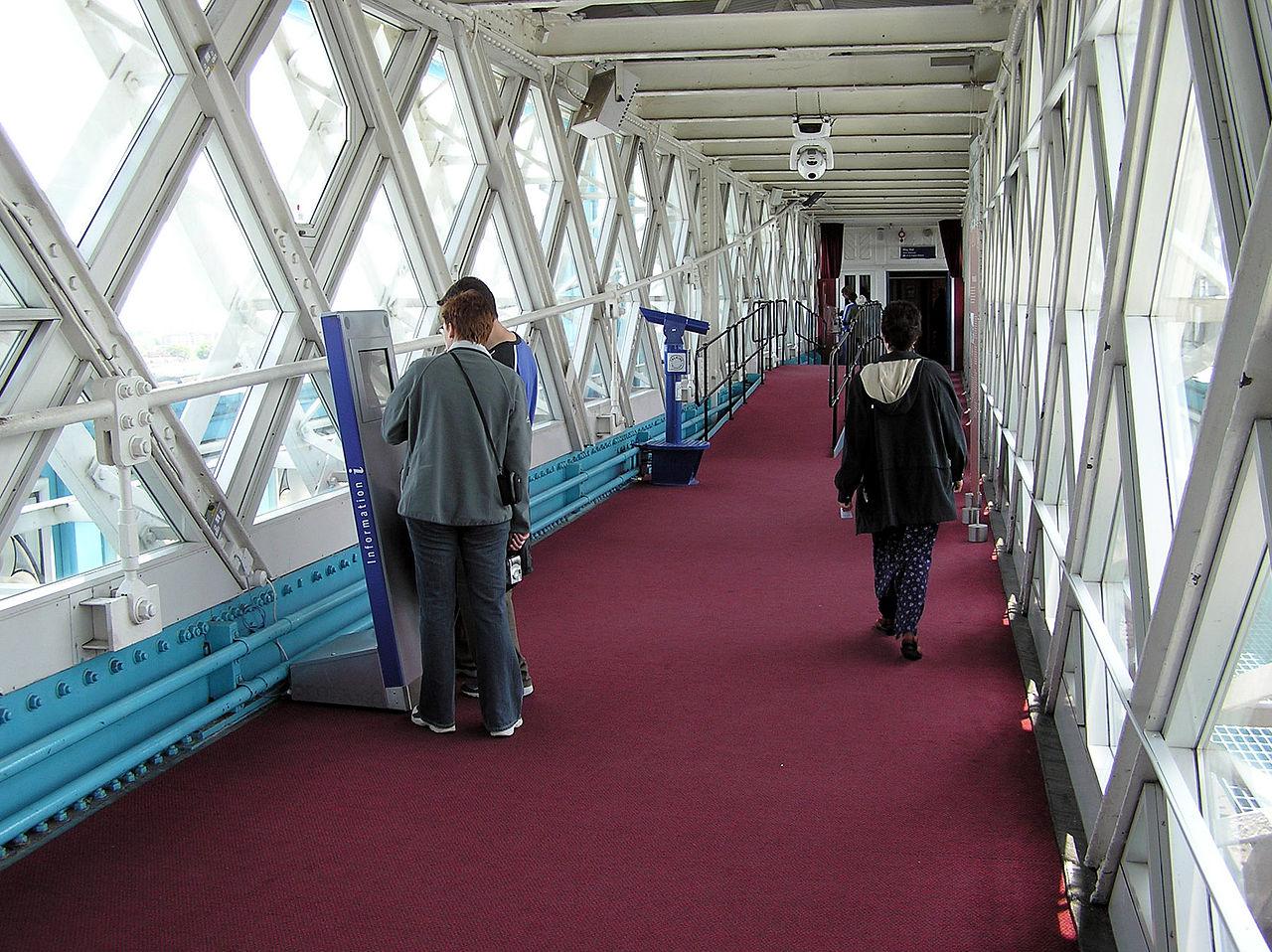 สะพานทาวเวอร์บริดจ์-ทางเดินสำหรับนักท่องเที่ยว
