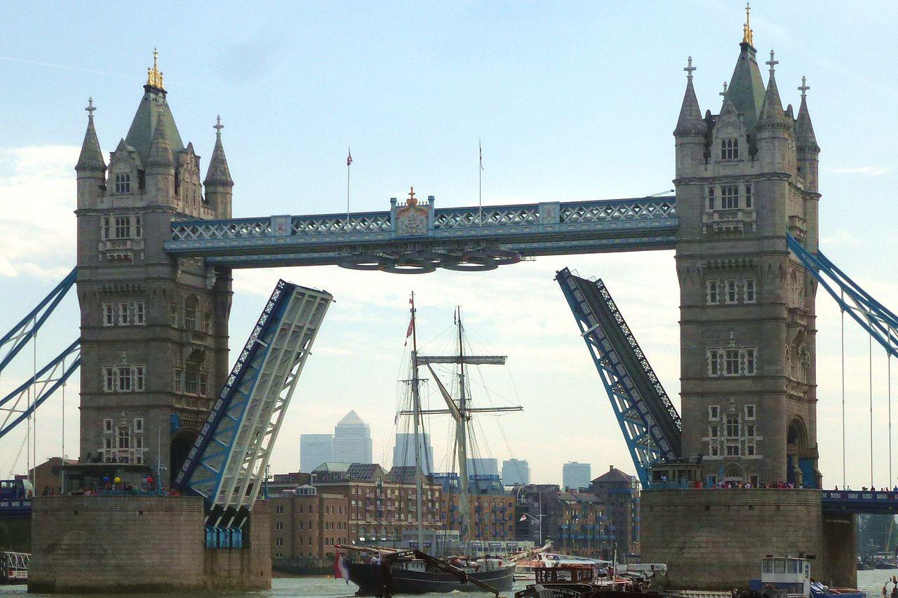 สะพานทาวเวอร์บริดจ์-ยกสะพาน