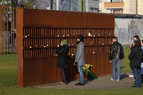 อนุสรณ์กำแพงเบอร์ลิน-นักท่องเที่ยว