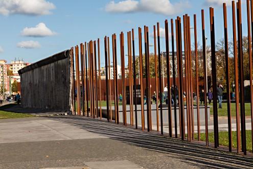 อนุสรณ์กำแพงเบอร์ลิน-เเนวเก่าเเละใหม่