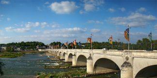 เมืองตูร์ -สะพานข้ามเเม่น้ำลัวร์