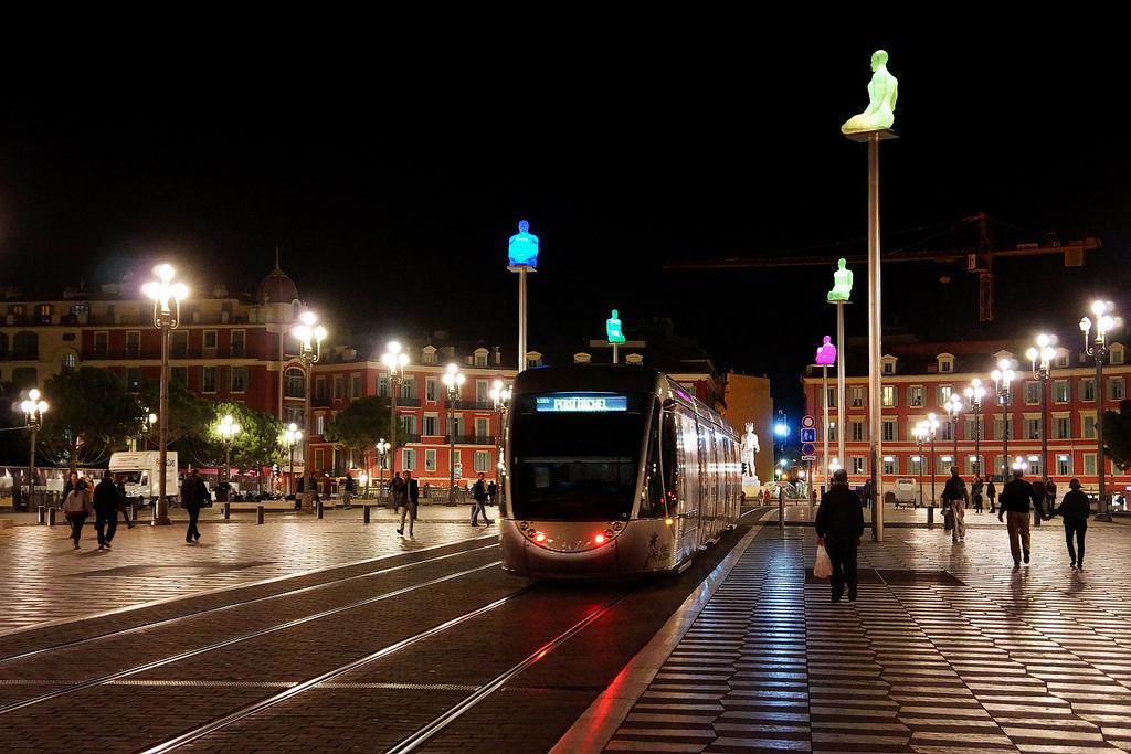 เมืองนีซ-รถไฟฟ้า