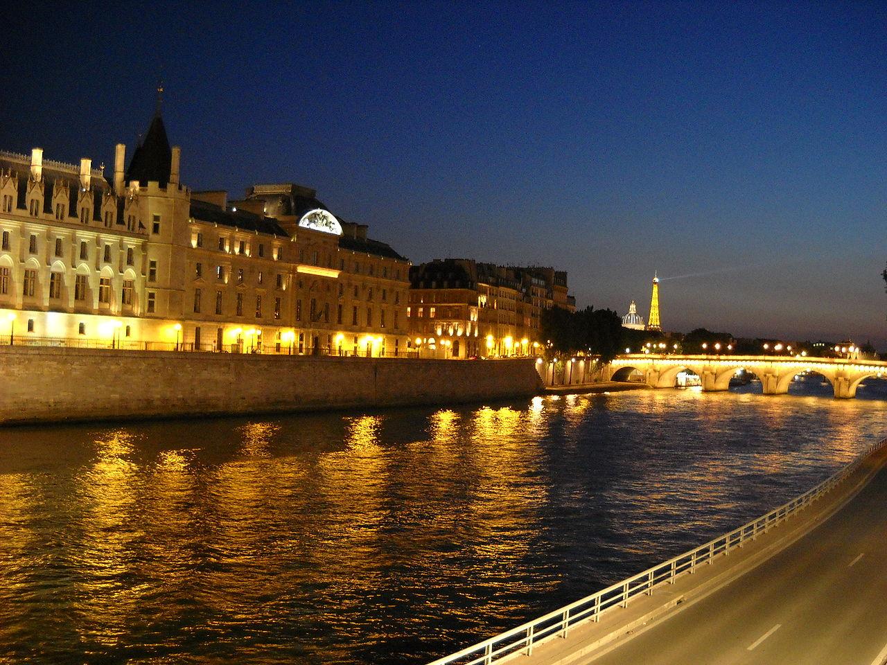 แม่น้ำแซน-ยามค่ำคืน