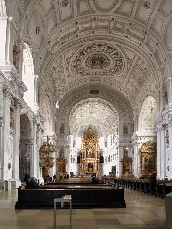 โบสถ์เซนต์ไมเคิล-ภายใน