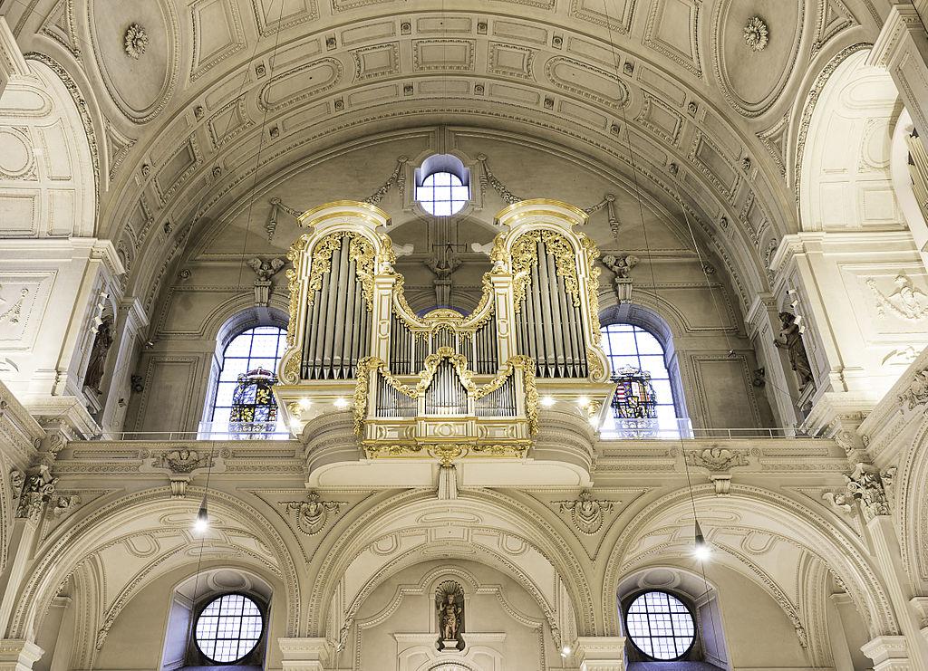 โบสถ์เซนต์ไมเคิล-ออร์เเกน
