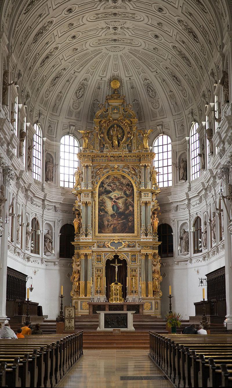 โบสถ์เซนต์ไมเคิล-เเท่นบูชางามสง่า