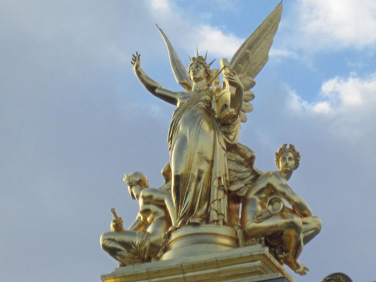 โรงละครปาเลส์การ์นิเย่-รูปสำริดสีทองสวยงาม