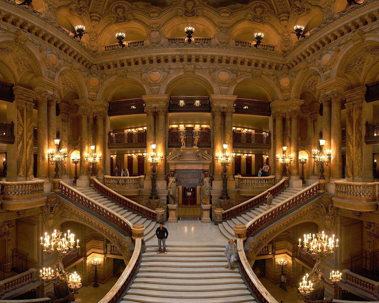 โรงละครปาเลส์การ์นิเย่-โถงกลาง