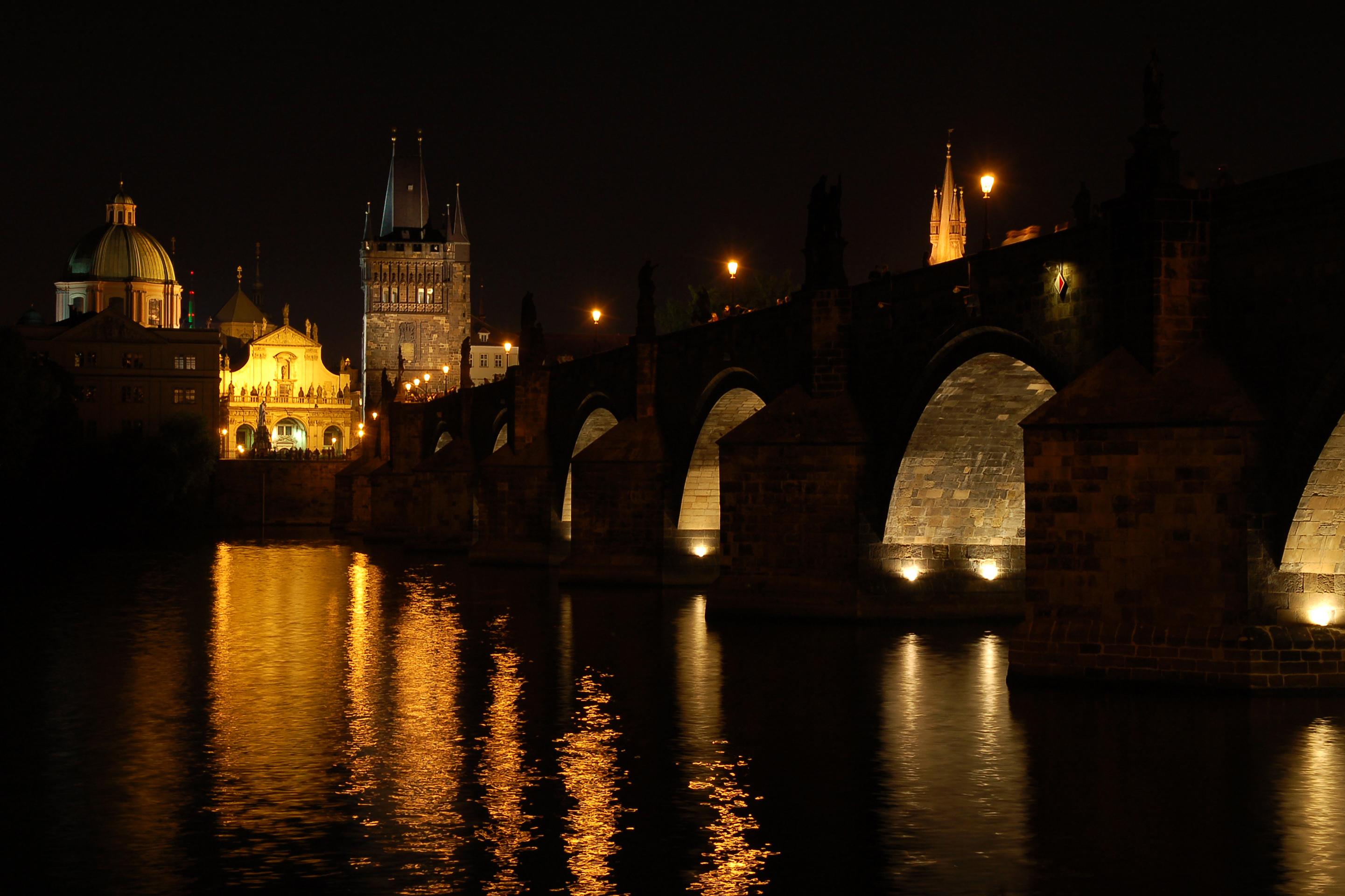 หอสะพานเมืองเก่า-ยามค่ำคืน