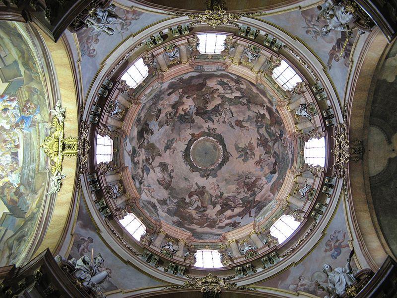 โบสถ์เซนต์นิโคลาส-การตกเเต่งภายใน