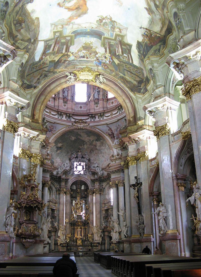 โบสถ์เซนต์นิโคลาส-ภายในงดงามมาก