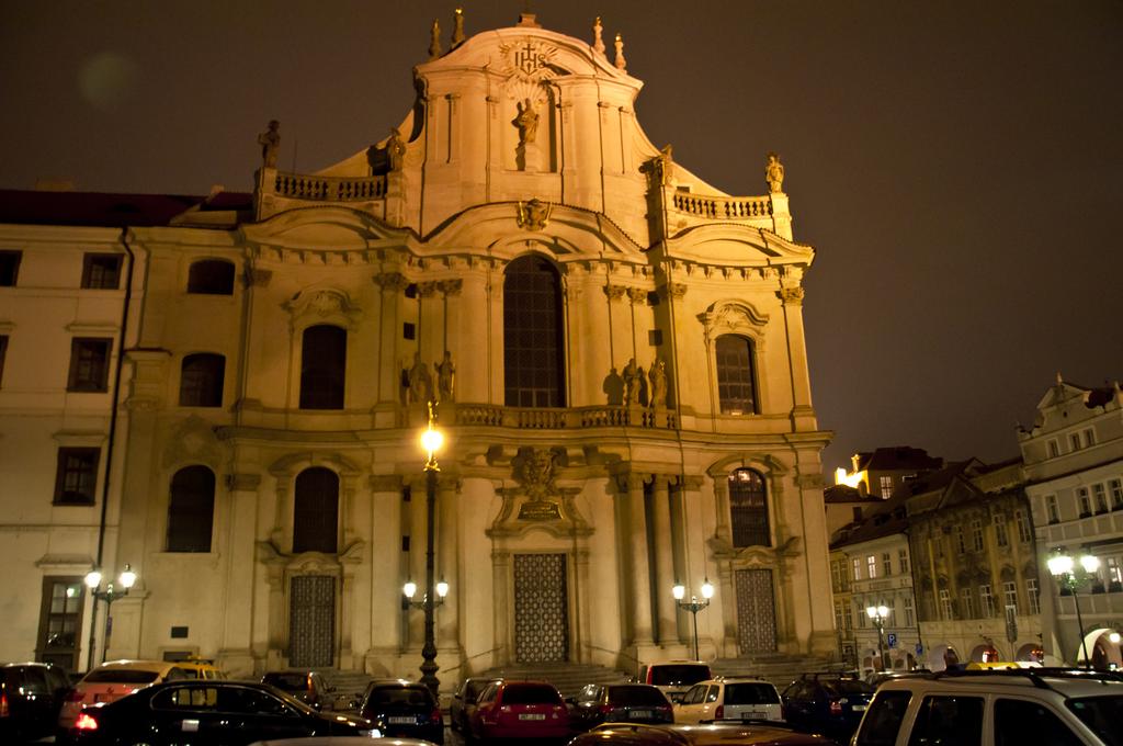 โบสถ์เซนต์นิโคลาส-ยามค่ำคืน