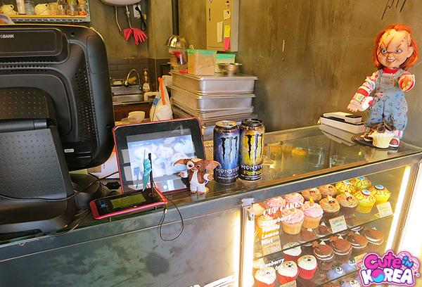 10 คาเฟ่เเสนน่ารักในเกาหลี -มอนสเตอร์ คัพเค้ก