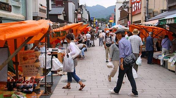 10 ตลาดญี่ปุ่นที่น่าสนใจ-ตลาดยามเช้าวาจิมะ