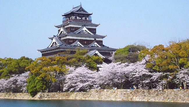 10 ปราสาทญี่ปุ่นที่ไม่ควรพลาดมาเที่ยว-ปราสาทฮิโรชิม่า