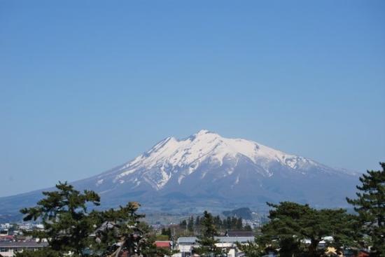 10 ภูเขาไฟน่าเที่ยวในญี่ปุ่น-ภูเขาไฟอิวากิ