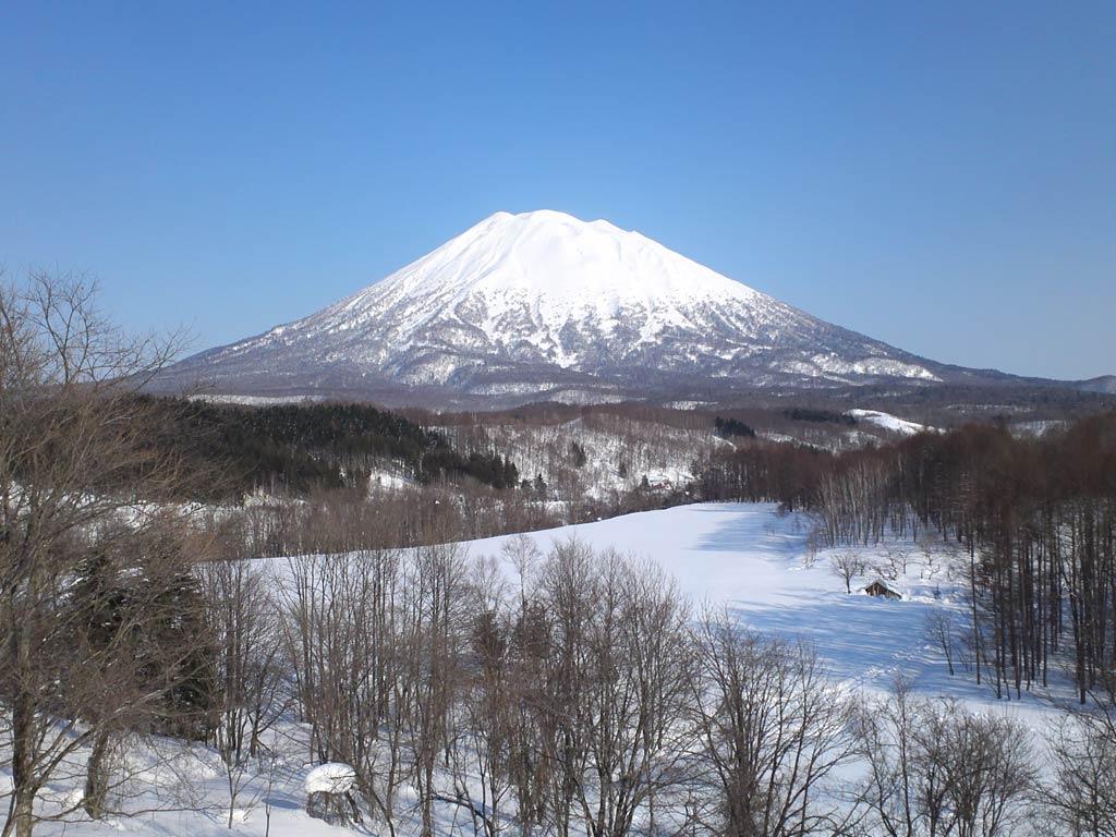 10 ภูเขาไฟน่าเที่ยวในญี่ปุ่น-ภูเขาไฟโยเท