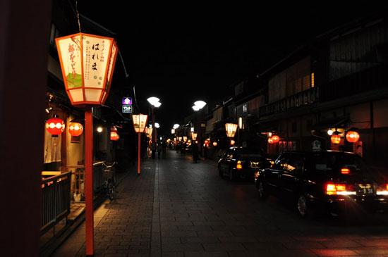 10 ย่านเก่าน่าเดินเล่นในญี่ปุ่น-ถนนฮานามิ โคจิ ย่านกิอน