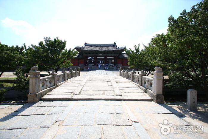 10 สถานที่ท่องเที่ยวที่ไม่ควรพลาดในกรุงโซล -พระราชวังชังกย็อง