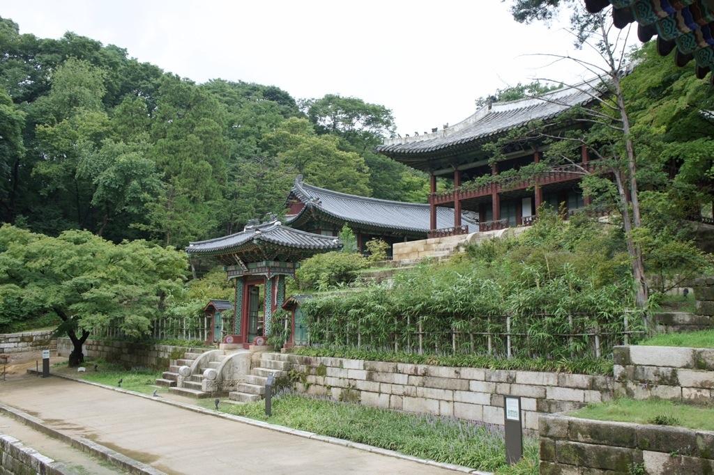 10 สถานที่ท่องเที่ยวที่ไม่ควรพลาดในกรุงโซล -สวนลับพีวอน