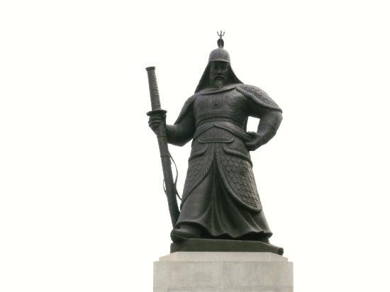 10 สถานที่ท่องเที่ยวที่ไม่ควรพลาดในกรุงโซล -อนุสาวรีย์แม่ทัพอีซุนซิน