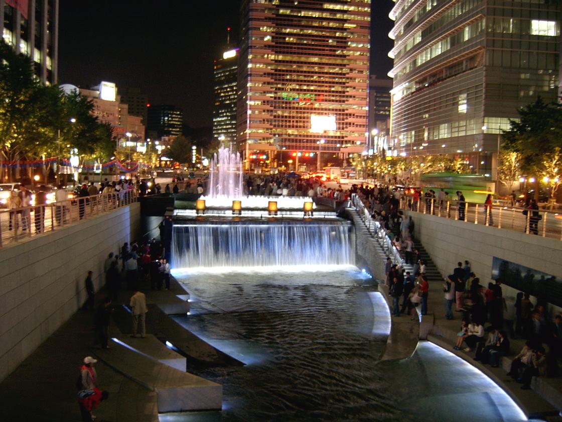 10 สถานที่ท่องเที่ยวสำคัญในเกาหลี-คลองชองเกชอน