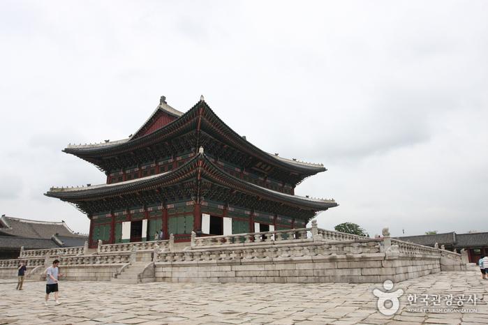 10 สถานที่ท่องเที่ยวสำคัญในเกาหลี-พระราชวังเคียงบ๊ก