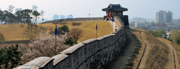 10 สถานที่ท่องเที่ยวเก่าเเก่ในเกาหลีที่ห้ามพลาด-ป้อมปราการฮวาซอง