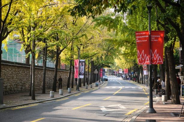 10 สถานที่น่าเที่ยวในเกาหลี -ถนนท็อกซูกุง