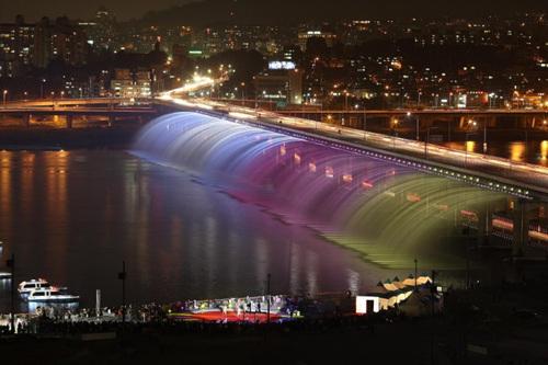 10 สถานที่น่าเที่ยวในเกาหลี -สะพานน้ำพุสายรุ้งบันโพ