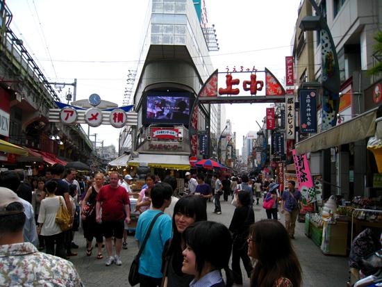 10 เเหล่งช็อปปิ้งสุดฮิตในญี่ปุ่น -ตลาดอะเมโยโกะ