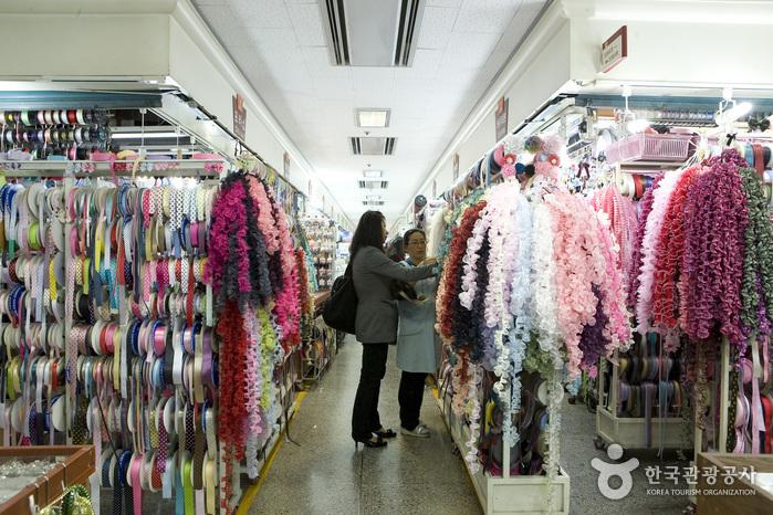 10 เเหล่งช็อปปิ้งสุดฮิตในเกาหลี -ตลาดทงแดมุน